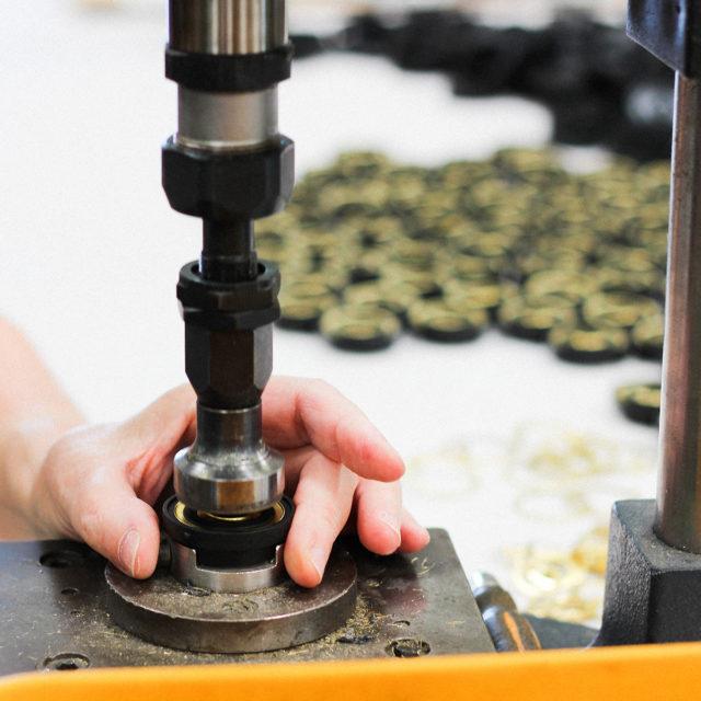 Atelier fabrication lampe Jieldé